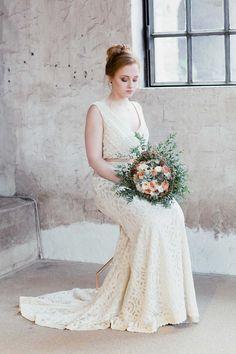 Industrial-Liebe in Kupfer und Weiß JULIA WALTER http://www.hochzeitswahn.de/inspirationsideen/industrial-liebe-in-kupfer-und-weiss/ #wedding #inspiration #bride