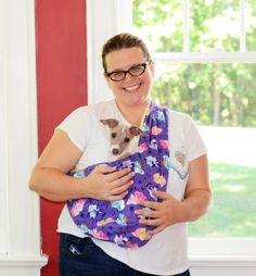 DIY Soft and Cozy Pet Sling - My So Called Crafty Life and like OMG! get some yourself some pawtastic adorable cat apparel! Italian Greyhound Puppies, Italian Greyhound Clothes, Diy Couture, Dog Pattern, Free Pattern, Dog Carrier, Dog Sweaters, Pet Carriers, Dog Coats