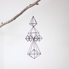 Mobiles are no longer just for nurseries, and I couldn't be more pleased. These himmeli straw mobiles from AM. Straw Sculpture, Mobiles, Diy Bebe, Hanging Mobile, Wire Art, Geometric Shapes, Art Deco, Diy Crafts, Crafty