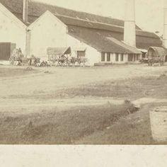 Fabrieksgebouw van suikerfabriek Tjomal op Java, anoniem, 1870 - 1900 - Rijksmuseum