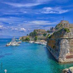 "Old Venetian Fortress, Corfu, CORFU island (Το παλιό Ενετικό Κάστρο - φρούριο στην πόλη της Κέρκυρας στο νησί ""των Φαιάκων""), IONIAN islands group - GREECE ⠀    ⠀by @turigal ⠀⠀⠀⠀⠀⠀⠀⠀⠀⠀⠀⠀⠀ •."