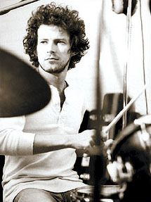 Rawr. Wish I had a time machine.Don Henley he is a stone fox <3
