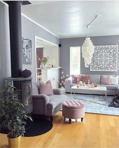 Undoubtedly Elegant Pink Living Room Ideas That Will Stun You 13 - grhaku Pastel Living Room, Dark Blue Living Room, Classic Living Room, Elegant Living Room, Paint Colors For Living Room, Beautiful Living Rooms, Living Room Interior, Home Living Room, Living Room Decor