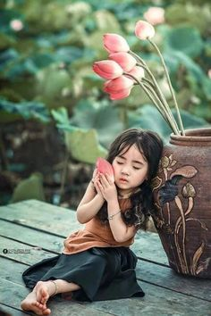 Photography portrait flowers roses 46 new ideas Precious Children, Beautiful Children, Beautiful Babies, Beautiful People, Beautiful Pictures, Happy Children, Future Children, Kids Around The World, People Of The World