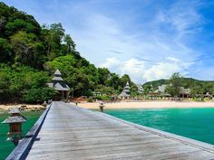 In spite of its growing popularity as a spot for tropical beach holidays, the island of Phuket continues having some of the cheapest 5-star resort prices in the world. Out of over 1,000 resorts and hotels on the island, around 60 of them claim to be five stars at least on one of the major …