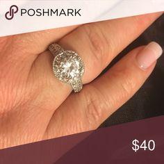 💥SALE💥Halo design rhinestone ring size 9 Halo design rhinestone ring size 9 Premier Designs Jewelry Rings