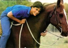 That time he hugged this horse. | 27 Flawless And Perfect Photos Of Young Rob Lowe