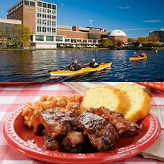 Cambridge BBQ Kayak Tour: Departing from Cambridge, enjoy an evening kayaking one of the most scenic sections of the Charles River, followed by some of the best BBQ the area has to offer. $99 #Foodie #BBQ #Boston #GiftIdeas
