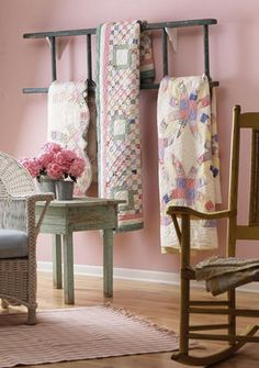 Patchwork quilts= this is an interesting quilt rack-an old ladder hung sideways. Quilt Hangers, Quilt Racks, Quilt Ladder, Blanket Ladder, Old Ladder, Antique Ladder, Vintage Ladder, Small Ladder, Quilt Display