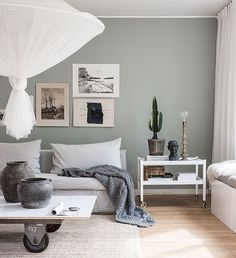 Home Decor Inspiration my scandinavian home: The beautiful Stockholm home of a Swedish creative.Home Decor Inspiration my scandinavian home: The beautiful Stockholm home of a Swedish creative Small Living Room Layout, Small Living Rooms, Home And Living, Living Room Designs, Living Area, Bedroom Small, Interior Design Minimalist, Minimalist Bedroom, Minimalist Home