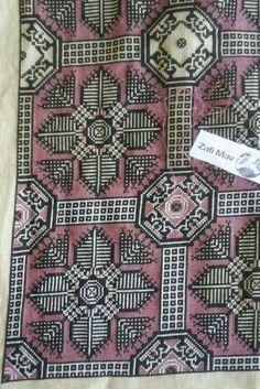 Χρώμα ασημί και μωβ ροζ Cross Stitch Embroidery, Embroidery Patterns, Cross Stitch Patterns, Hama Beads, Blackwork, Bohemian Rug, Creations, Diy Crafts, Christmas Ornaments