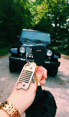 ✦ get a black Jeep Wrangler Rubicon as my first car Auto Jeep, Jeep Jeep, My Dream Car, Dream Cars, Maserati, Bugatti, Jeep Baby, Car Goals, Bmw I8