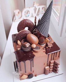Cake Baking Enthusiast on WoW, Would you eat this cake, YES or NO! Credit: krislen_cake bakingist for Chocolate Cake Designs, Chocolate Drip Cake, Homemade Chocolate, Chocolate Recipes, Candy Birthday Cakes, 21st Birthday, Cake Recipes, Dessert Recipes, Beautiful Birthday Cakes
