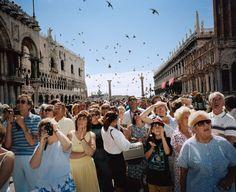 Martin Parr per Magnum - Italy, Venezia. Levitation Photography, War Photography, Color Photography, Street Photography, Photography Projects, Fashion Photography, Martin Parr, Kitsch, Elliott Erwitt