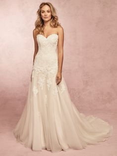 Wedding Dress Photos - Find the perfect wedding dress pictures and wedding gown photos at WeddingWire. Browse through thousands of photos of wedding dresses. Soft Wedding Dresses, Wedding Dress Pictures, Classic Wedding Dress, Perfect Wedding Dress, Designer Wedding Dresses, Bridal Dresses, Wedding Gowns, Dream Wedding, Wedding Fun