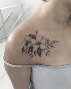 Destaque da semana: Tattoo2me no Mato Grosso do Sul, NOVAMENTE! Hawaiian Flower Tattoos, Hibiscus Flower Tattoos, Daffodil Tattoo, Poppies Tattoo, Bone Tattoos, Body Art Tattoos, Tribal Tattoos, Small Tattoos, Tatoos