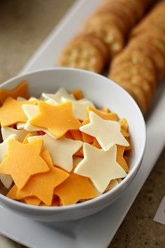 Presentation idea for dinner party, use cookie cutter on the cheese. Hearts for valentines day, maple leafs for Canada day, trees and bells for Christmas etc. Outer Space Party, Kids Meals, Snacks Kids, Holiday Recipes, Holiday Treats, Christmas Recipes, Cookies Et Biscuits, Good Food, Food And Drink