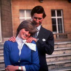 """Le foto più significative del matrimonio tra Carlo d'Inghilterra e Lady Diana Spencer. L'erede al trono inglese e la """"Principessa triste"""" si sposarono il 29 luglio del 1981. Insieme per 15 anni, divorziarono per ordine della Regina Elisabetta il 28 agosto 1996. Dalla loro unione nacquero William e Harry d'Inghilterra."""