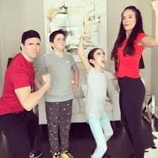 eh bee family memes - eh bee family - eh bee family miss monkey - eh bee family memes Miss Monkey, Bee Family, Music Artists, Youtubers, Memes, Content, Ideas, Animal Jokes, Youtube