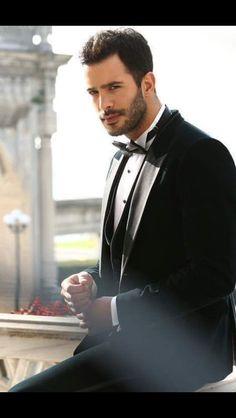 Bariş Arduç Turkish People, Turkish Men, Turkish Fashion, Turkish Beauty, Turkish Actors, Elcin Sangu, Mens Fashion Suits, Perfect Man, Barista