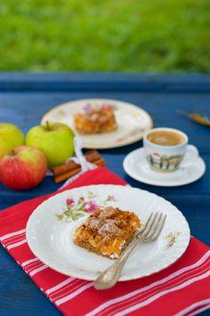 Geniálny mrveničkový jablkový koláč Russian Recipes, Eggs, Breakfast, Polish, Food, Morning Coffee, Vitreous Enamel, Essen, Egg