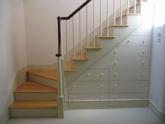 Stair bureau...
