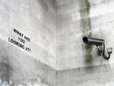 Banksy - What are you looking at? Street Art Banksy, Banksy Art, Stencilling Techniques, Bansky, Political Art, Land Art, Street Artists, Urban Art, Urban Life
