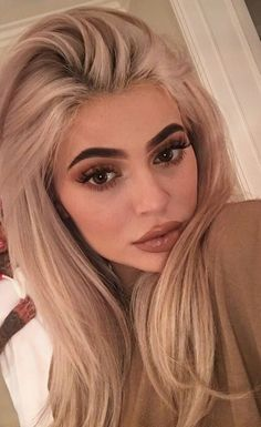 Image about fashion in Kylie Jenner 💋 by black.snow Kylie Jenner Mode, Kylie Jenner Makeup Look, Kylie Jenner Hair Blonde, Kylie Jenner Eyebrows, Kylie Jenner Hairstyles, Kylie Hair, Kylie Jenner Outfits, Make Up Looks, Hair Inspo