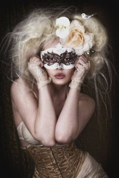 Venetian mask & corset <3