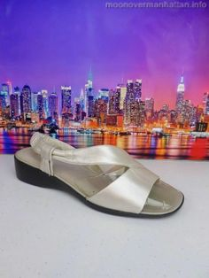 Womens shoes LIFE STRIDE pearl gray white leather Stretch Slides sandals sz 8 M