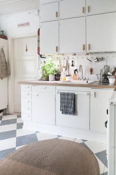 Diagnoosi:sisustusmania Decor, Kitchen Cabinets, Cabinet, Home Decor, Kitchen