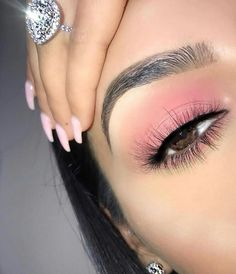 These trending light pink makeup looks are so natural; Check out all the pink makeup looks for black girls and fair girls here. Makeup Eye Looks, Pink Eye Makeup, Cute Makeup, Simple Makeup, Eyeshadow Makeup, Natural Makeup, Awesome Makeup, Makeup Trends, Makeup Inspo