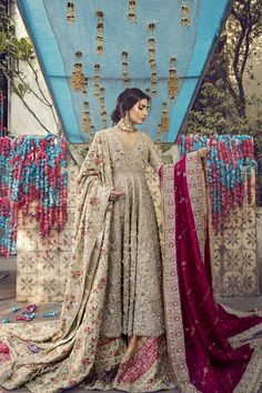 Exclusive Collection of Pakistani Bridal Dresses Online by Pakistani Designers to Buy for Pakistani Brides looking for a Traditional or Contemporary Bridal & Wedding Dresses. Pakistani Bridal Couture, Pakistani Fashion Party Wear, Pakistani Wedding Outfits, Pakistani Dress Design, Pakistani Dresses, Indian Dresses, Indian Outfits, Pakistani Designers, Bridal Lehenga