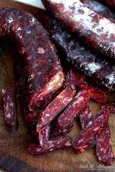 Homemade sujuk (sudzhuk, sojuk) - dry cured beef sausage made from scratch - absolutely delicious. Dried Sausage Recipe, Homemade Sausage Recipes, Italian Sausage Recipes, Salami Recipes, Jerky Recipes, Bacon Recipes, Gourmet Recipes, Beef Jerky, Corned Beef Brisket