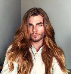 Long haired men you've never seen before Short Hair Undercut, Slicked Back Hair, Braids For Short Hair, Long Wavy Hair, Long Hair Cuts, Short Hair Styles, Men With Long Hair, Man Bun Hairstyles, Side Swept Hairstyles