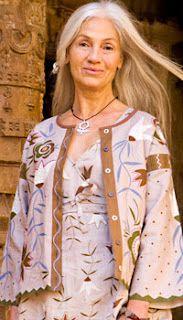 """""""A vidéki otthon"""": Gudrun ruhái népviselettől inspirálva"""