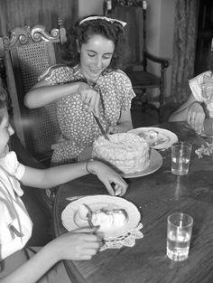 46 Rarely Seen Photos of Elizabeth Taylor