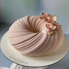 Beautiful Cake Designs, Gorgeous Cakes, Pretty Cakes, Amazing Cakes, Fancy Desserts, Delicious Desserts, Bolo Musical, Chocolate Bonbon, Pretty Birthday Cakes