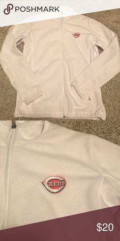 Women's Cincinnati Reds zip up jacket Cute zip up jacket with Cincinnati Reds logo on front Antigua Jackets & Coats