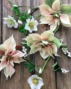Sugar Flowers, Cut Flowers, House Plants, Flower Arrangements, Floral Wreath, Christmas Cakes, Wreaths, Instagram, Home Decor