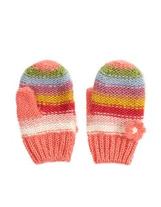 These striped mittens for baby girls are decorated with 3D flower appliqués, and finished with ribbed trims for a secure and comfortable fit.