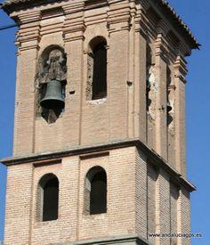 """#Granada - #Armilla - Iglesia de San Miguel Arcángel - 37º 8' 44"""" -3º 37' 22"""" / 37.145556, -3.622778  Entre los mudéjares granadinos del s.XVI había artesanos que desarrollaban su actividad de acuerdo con las tradiciones estéticas y religiosas hispanomusulmanas. Ellos son los responsables de numerosos monumentos en la provincia, como la iglesia de Armilla. El en año 1931 se elevó el torreón unos metros sobre su altura original, para que las campanas pudieran ser más audibles en la…"""