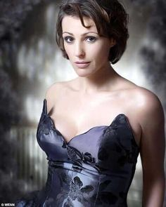 my goodness, the old girl cleans up quite nicely, doesn't she? Doctor Foster Season 2, British Actresses, Actors & Actresses, Morning Tv Shows, Dr Foster, Suranne Jones, Grieving Mother, Gentleman Jack, Beautiful Women Over 40