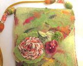 Sac bandoulière en laine de feutre ( mérinos,fil de soie et fibre de bambou,mohair lain). : Sacs bandoulière par maisonnette-de-lainelena
