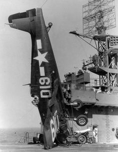 Fighter F6F- 5 Hellket committed an emergency landing on the deck of the US aircraft carrier escort 1945