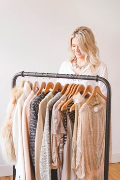 What is a wardrobe analysis? - Alexandra Eve Moda Instagram, Style Photoshoot, Photoshoot Inspiration, Clothing Photography, Fashion Photography, Professional Profile Pictures, Models Backstage, Camille, Business Portrait