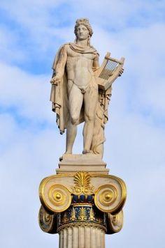 Estátua de Apolo na Academia de Atenas, Grécia. Foto: Haris vythoulkas / Shutterstock.com