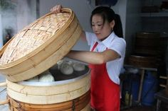 shanghai street food: baozi shanghai street food