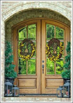Front Door Wreaths- Ideas to help you make your front door gorgeous!