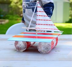 Give your kids endless hours of fun all summer with these creative summer crafts. There are over a hundred easy and fun crafts for children of all ages. Summer Crafts For Kids, Summer Activities For Kids, Kids Crafts, Craft Projects, Arts And Crafts, Craft Ideas, Stem Activities, Bateau Diy, Sailboat Craft